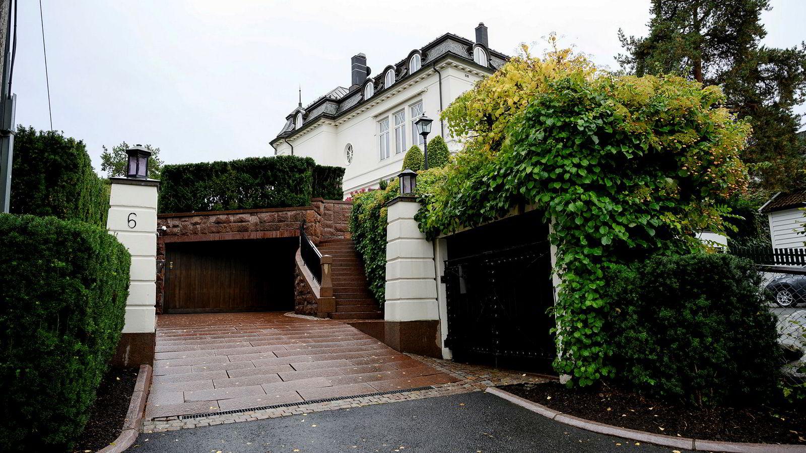 I juli fikk Stordalen tillatelse av kommunen til å bygge carport over parkeringsplassen utenfor villaen på Bygdøy i Oslo.