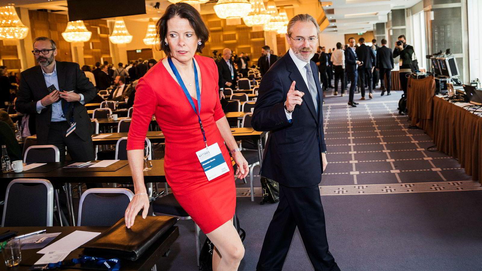 Pengene har fortsatt å strømme ut fra Skagenfondene. Her investeringsdirektør Alexandra Morris og fondssjef Timothy C Warrington.