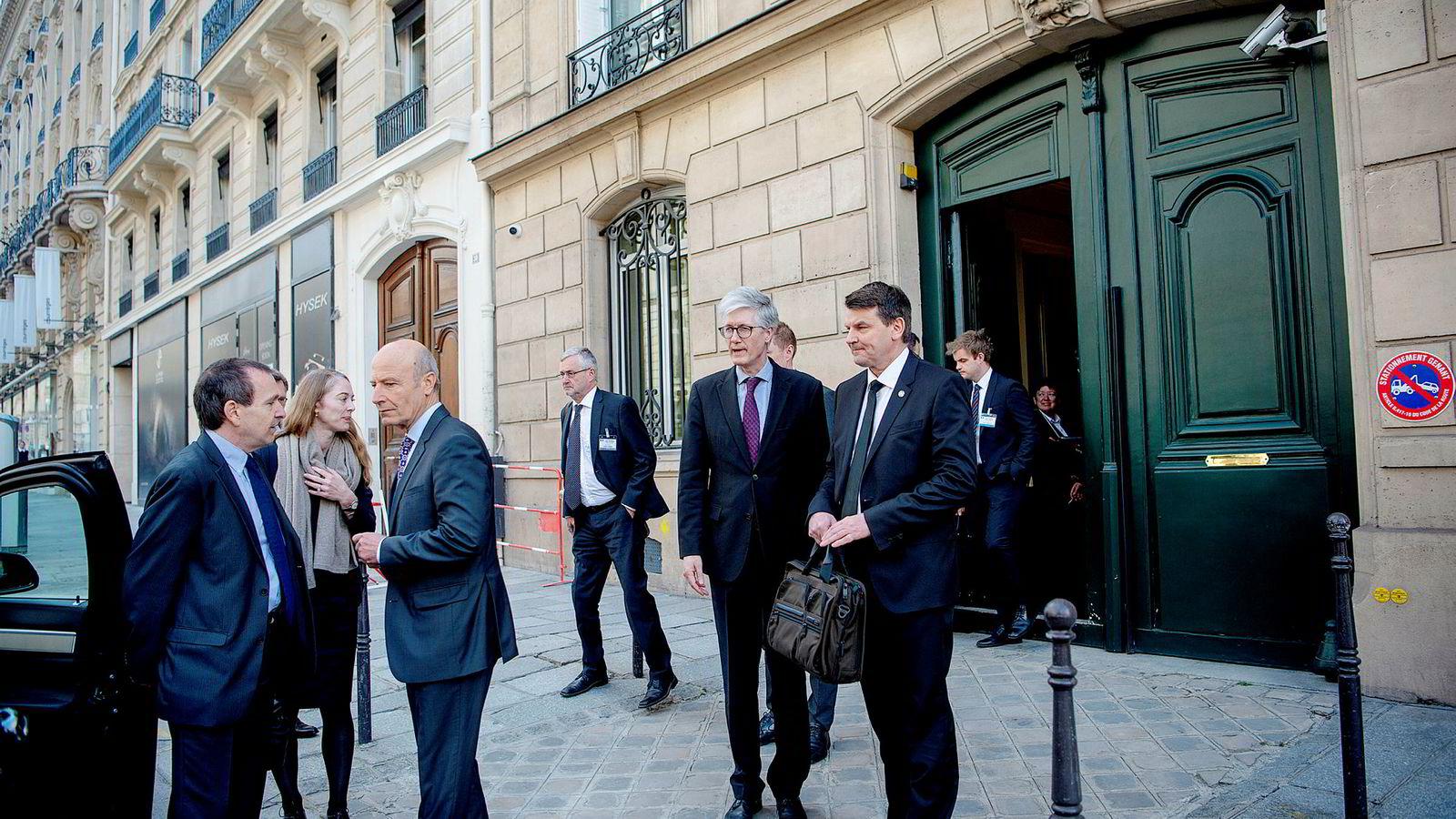 Statsråd Tor Mikkel Wara er en av flere statsråder som har vært i utlandet. Her er han i Frankrike i år. Ifølge svaret til Stortinget hadde han imidlertid ikke med seg tjenesteutstyr.