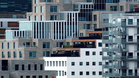 Det er for mange eksempler på fortettingsprosjekter som kun er blitt til for å maksimere profitt. Hvis byen skal fortette må god arkitektur, grønne lunger, møteplasser og tjenester være krav og ikke luksusvarer. Her fra Bjørvika.
