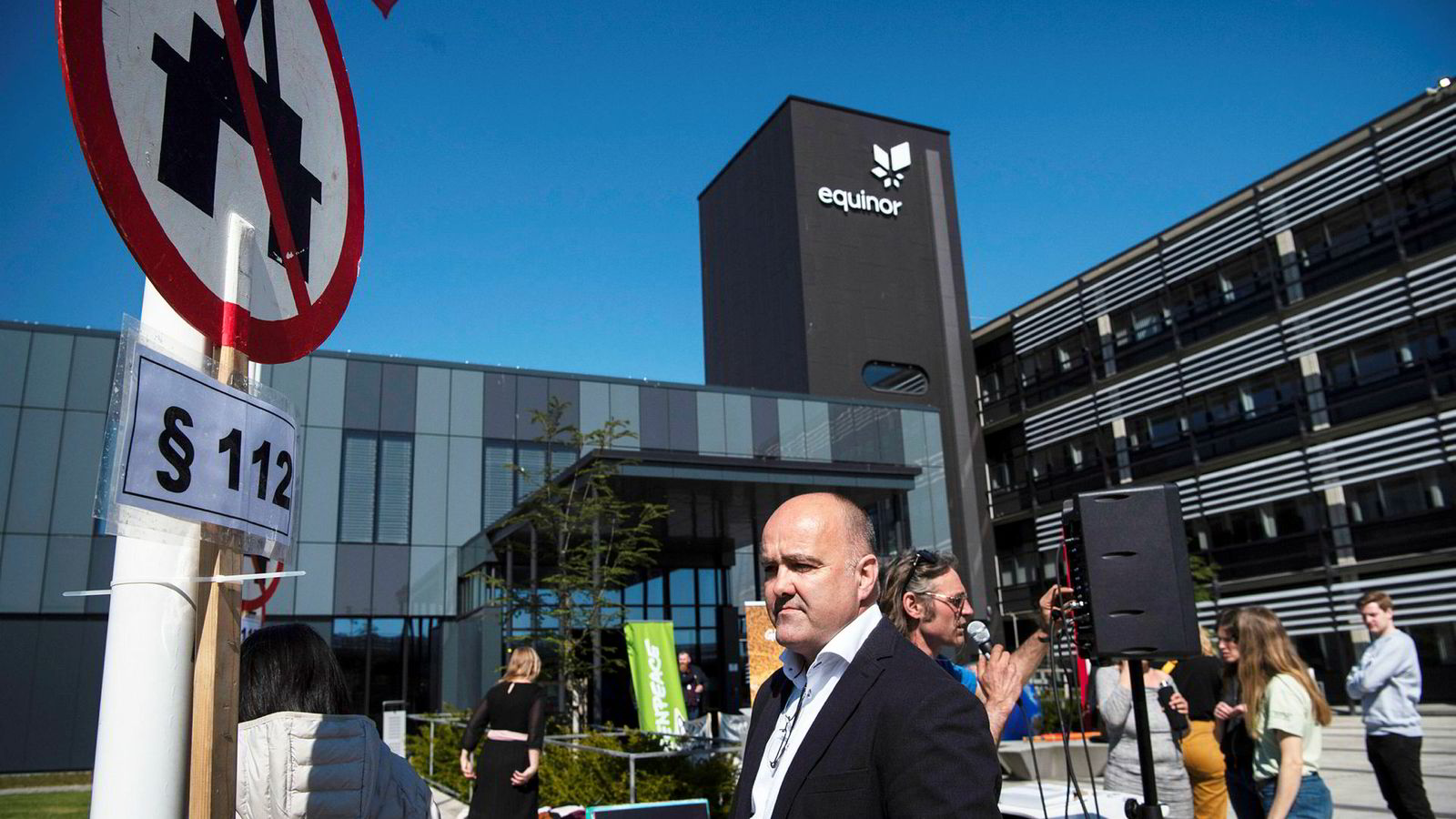 Martin Normann i Greenpeace var sentral under demonstrasjon mot olje i Australia-bukta utenfor Equinors business Centre onsdag.