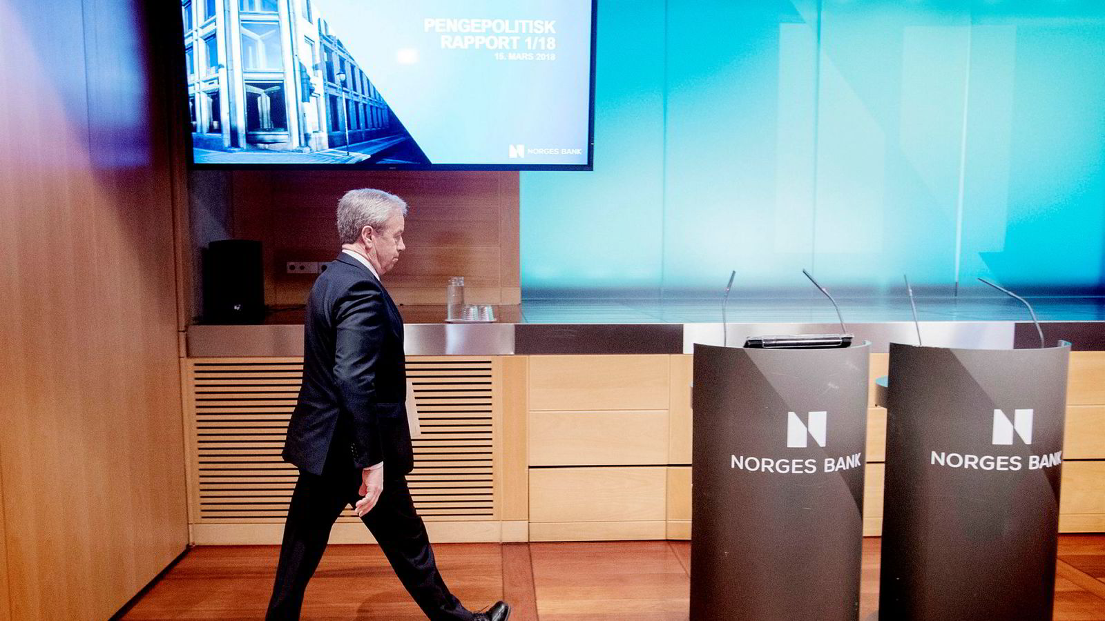 Partene i arbeidslivet har vist moderasjon de siste årene, og Norges Bank har vist stor fleksibilitet i tolkingene av mandatet sitt. Her er sentralbanksjef Øystein Olsen på siste rentemøte 15. mars.