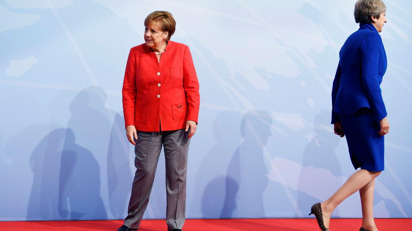Tysklands forbundskansler Angela Merkel (til venstre) ga onsdag beskjed om at hun ikke ville komme til møtet på søndag hvis det ikke foreligger en ferdigforhandlet tekst å undertegne. Til høyre Storbritannias statsminister Theresa May. Foto: Christian Charisius/AP/NTB Scanpix