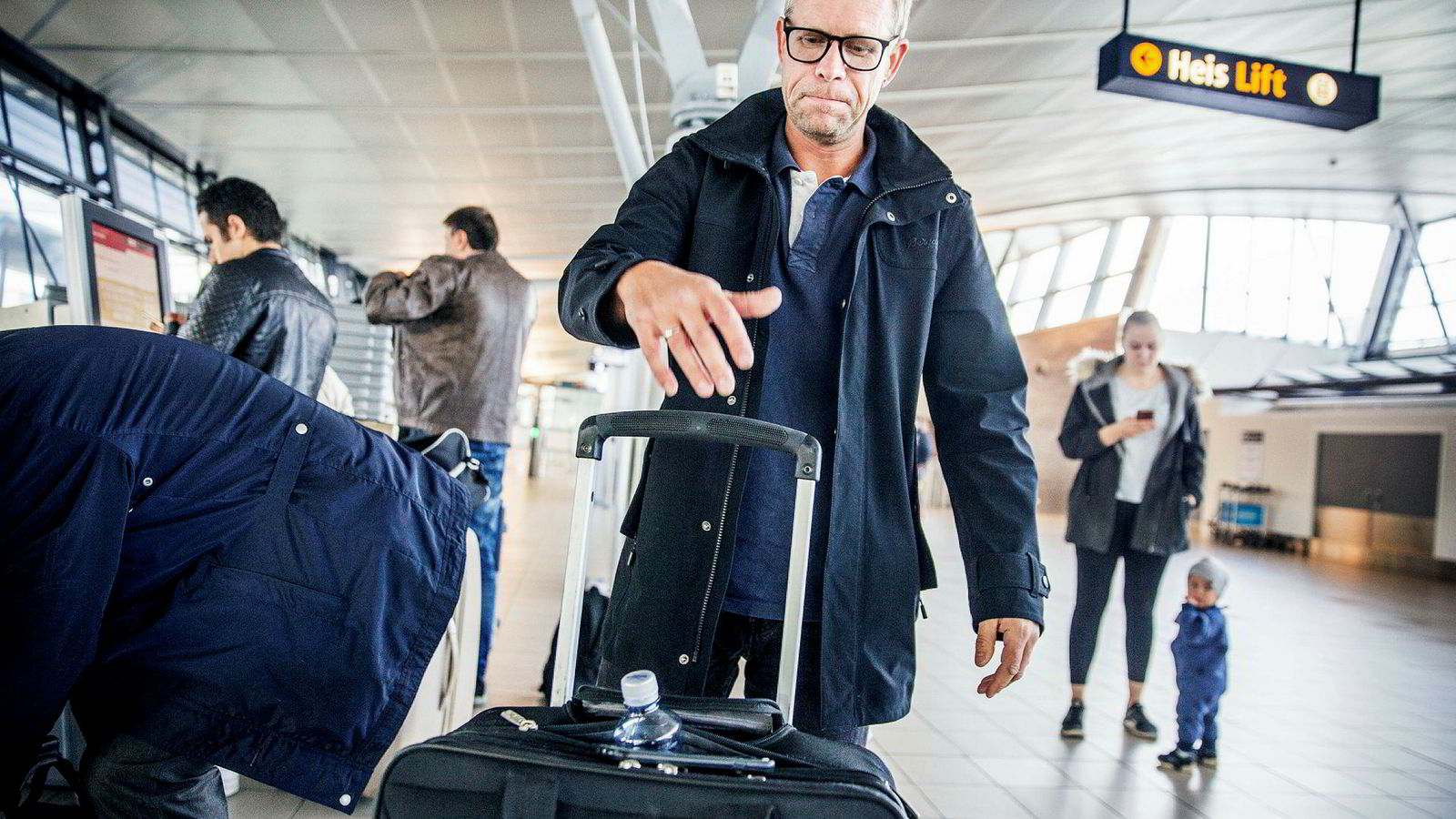 SAS-passasjer Øyvind Pedersen skal egentlig ut og fly torsdag, men vurderer å holde seg hjemme. Her fra Trondheim lufthavn Værnes, som kan bli sterkt rammet om pilotstreiken trappes opp torsdag.