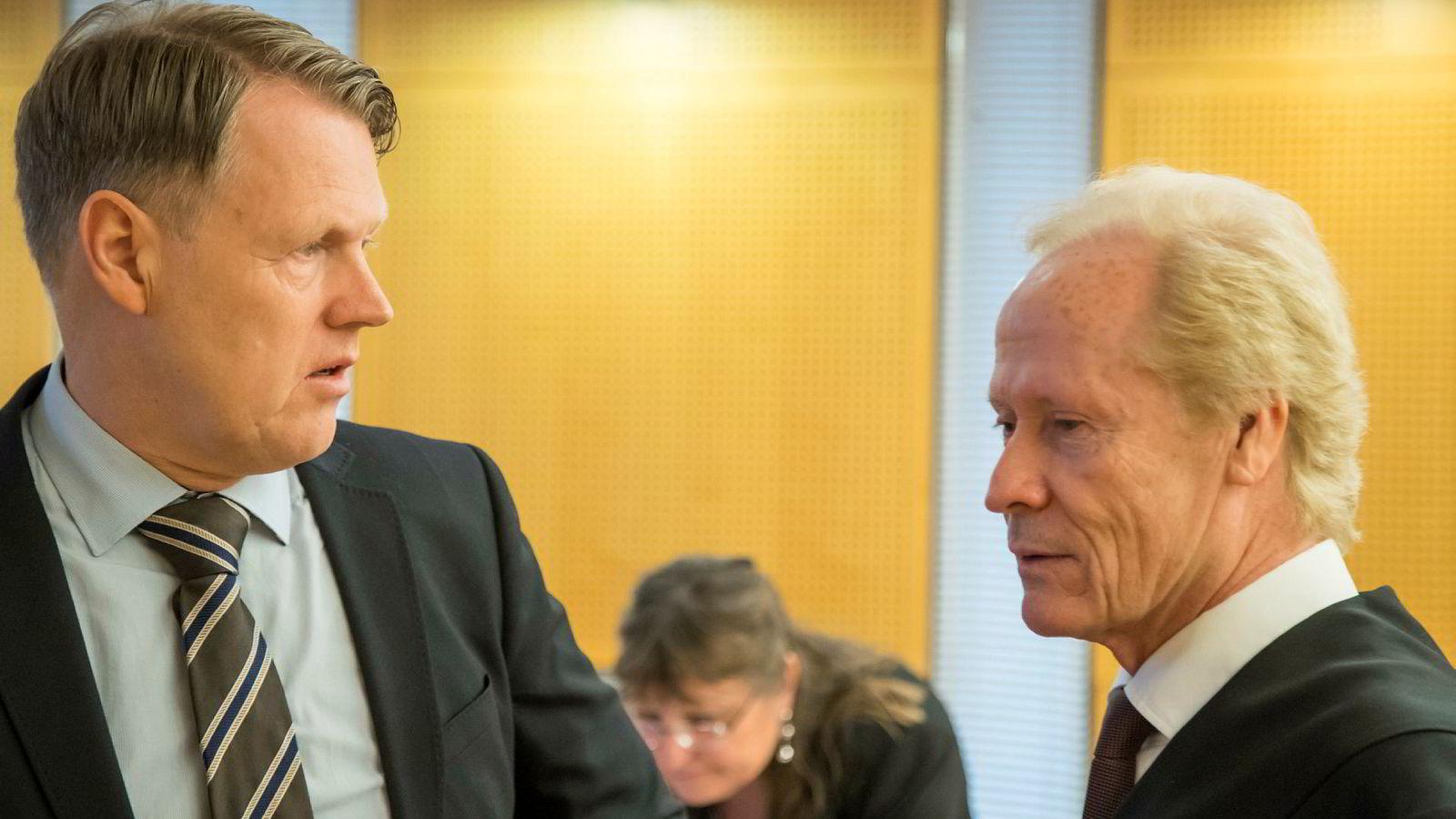 Hjernekirurg Per Kristian Eide (t.v.) og hans advokat Per Danielsen. Foto: Heiko Junge / NTB scanpix
