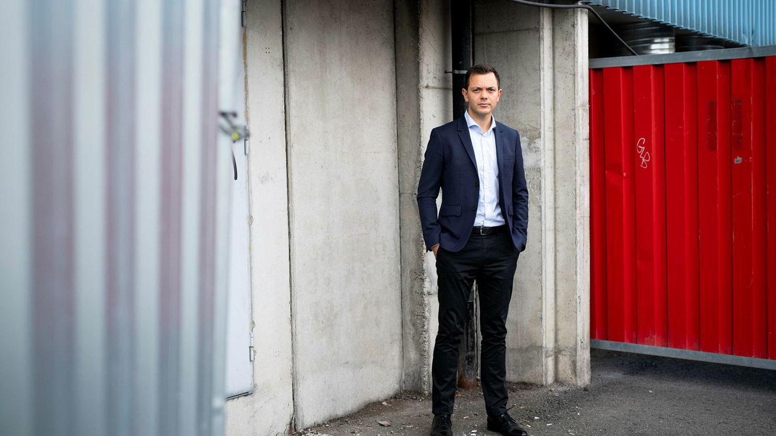 Administrerende direktør i Bilforlaget, Atle Tuverud, omtaler situasjonen som en trist personalsak. Bilforlaget har ifølge sine nettsider 23 ansatte.