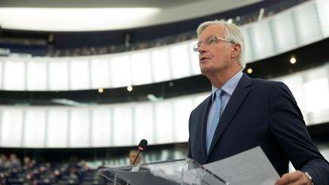 EUs brexitforhandler Michel Barnier tar fredag imot britenes brexitminister til politiske samtaler i Brussel.