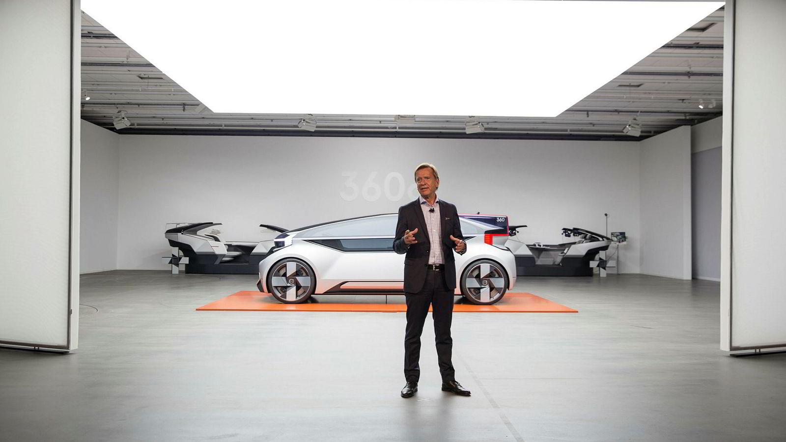 – Det blir en del av vår businessmodell, sier Håkan Samuelsson, sjef for Volvo. Han har nettopp vist frem konseptbilen 360c, som skal kunne overta for innenriks flytrafikk.
