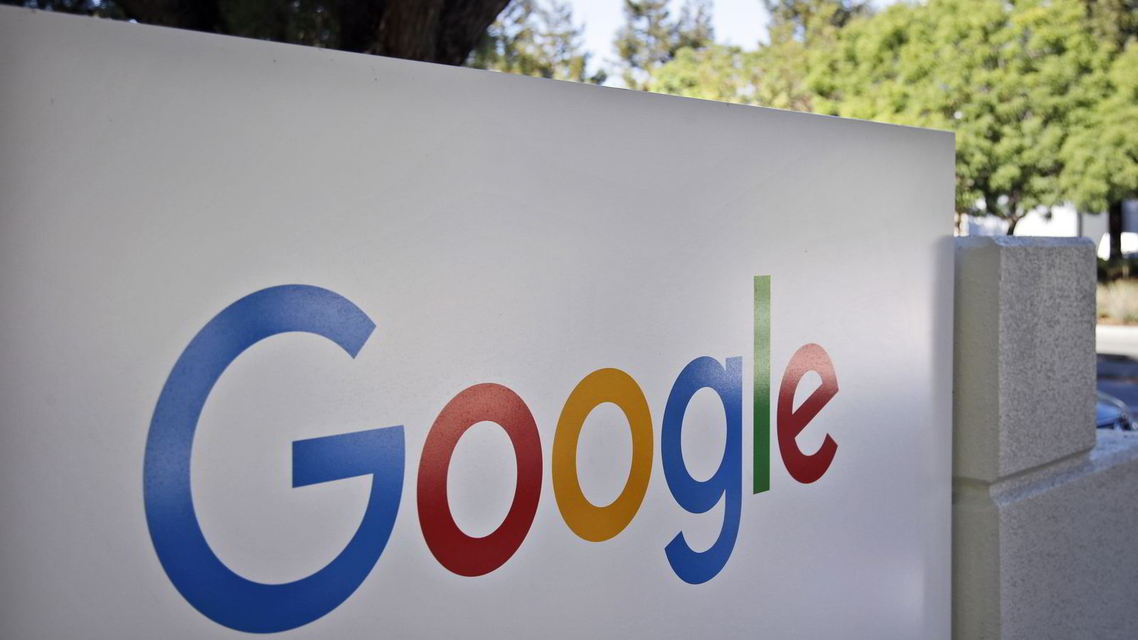 Googles logo utenfor hovedkvarteret i Mountain View i California i USA. Foto: Marcio Jose Sanches/AP/NTB SCANPIX.