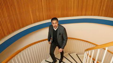Abid Raja (V) ber egen regjering om å komme på banen for å avklare om norsk lov er blitt brutt.