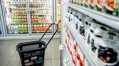 Fredag legger SSB frem ferske tall for inflasjonen i Norge. Matvareprisene har økt langt mer enn prisene for øvrig det siste året.