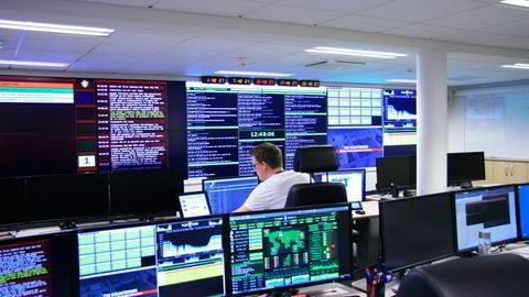 ØKNING. Nasjonal sikkerhetsmyndighet (NSM) regner med en fordobling i antall forsøk på å infiltrere norske datatnettverk i år, sammenlignet med 2013. Her NSMs datasikkerhetsavdeling. Foto: Nasjonal Sikkerhetsmyndighet