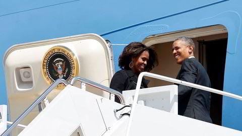 Michelle og Barack Obama går hardt ut mot Trump. Foto: REUTERS/Kevin Lamarque