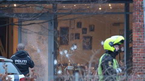 En rekke skudd ble avfyrt på diskusjonsmøtet om kunst, blasfemi og ytringsfrihet i Danmark. Foto: Mathias Øgendal /