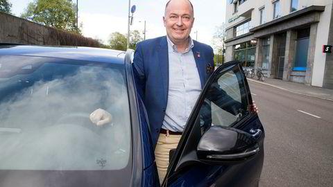 Frps transportpolitiske talsperson Morten Stordalen ønsker å liberalisere regelverket rundt oppkjøring for å korte ned ventetiden for å ta førerkort.