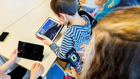 Mobiltelefonbruk i skolen kan bidra til å forsterke allerede eksisterende ulikheter. For politikere som ønsker å motvirke ulikhetene, kan et nasjonalt forbud være et enkelt tiltak med lave kostnader.