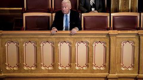 Carl I. Hagen, vararepresentant på Stortinget, møtte opp som tilskuer da Stortinget behandlet forslaget om at stortingsrepresentanter og vararepresentanter ikke kan velges til Nobelkomiteen.