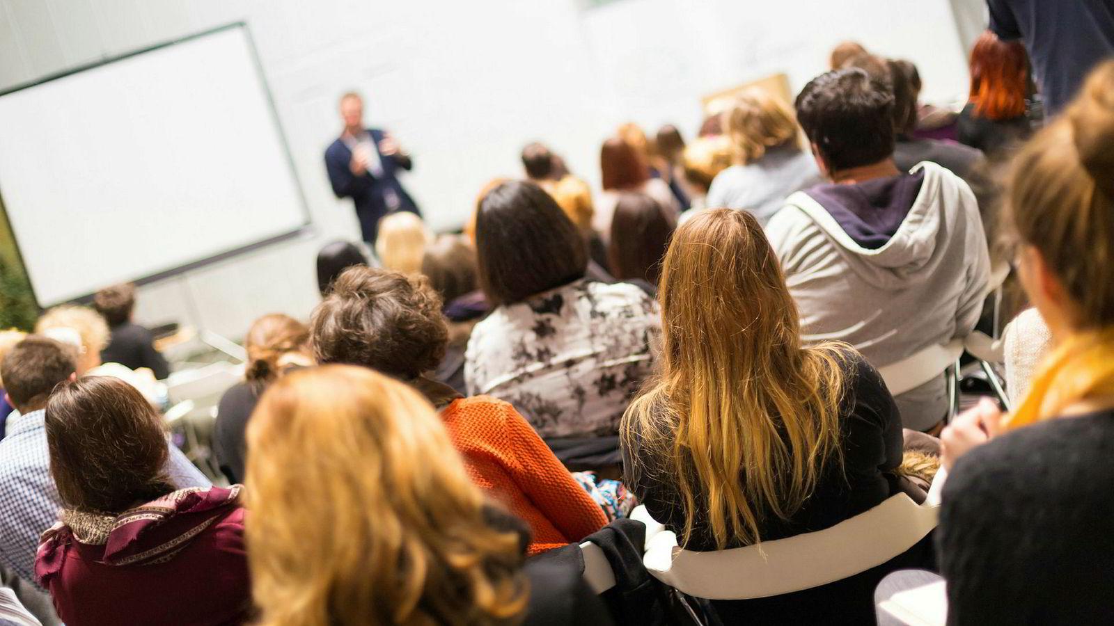 Det underliggende premisset er at universitets- og høyskolesektoren (UH-sektoren) ikke i tilstrekkelig grad klarer å levere kunnskap og kompetanse som studenter og arbeidsliv opplever som relevante i deres hverdag.