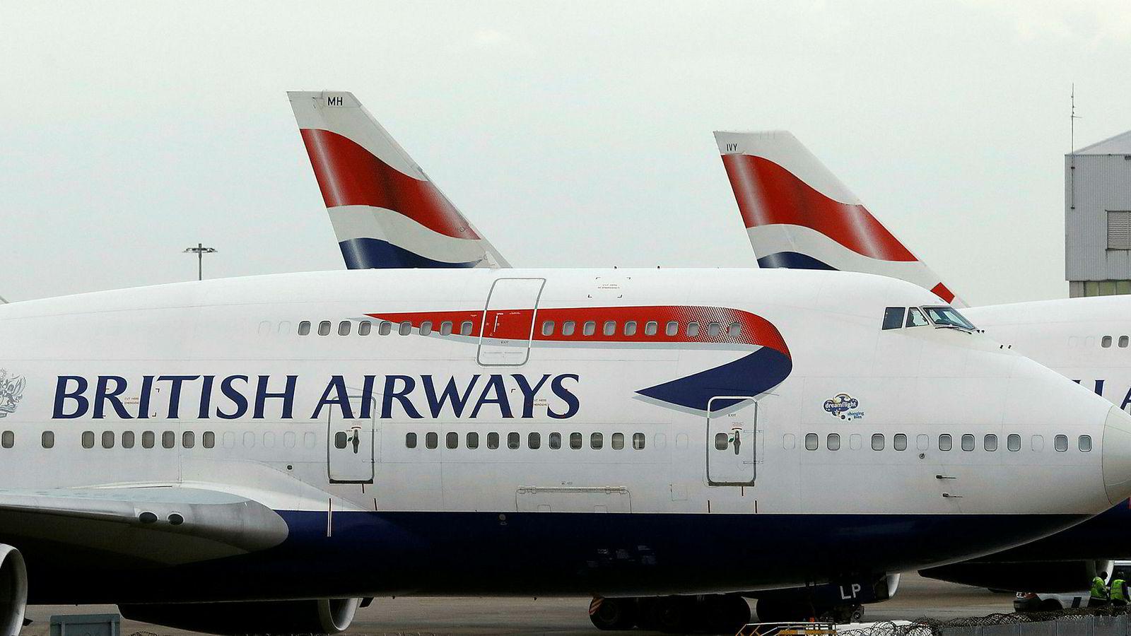 Boeing 747 Jumbojets tilhørende British Airways parkert ved Heathrow Lufthavn, London.