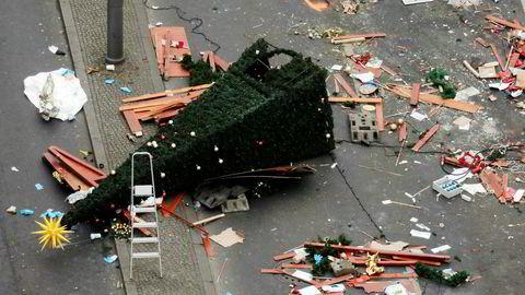 Dagen etter lastebilen kjørte inn i folkemengdene ved julemarkedet ved Kaiser-Wilhelm-Gedächtniskirche i Berlin, var det fortsatt spor av ødeleggelse i gatene. Men onsdag åpnet de 56 julemarkedene i Berlin på ny.
