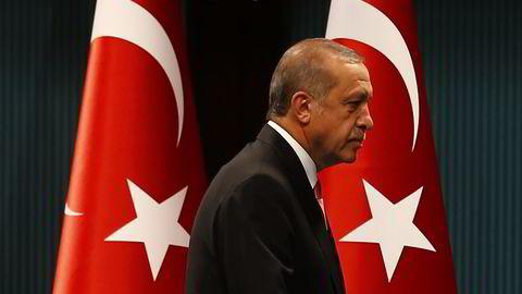 Tyrkisk president Recep Tayyip Erdogan etter å ha erklært unntakstilstand og utvidet handlerom til egen regjering onsdag. Foto: Reuters/Umit Bektas