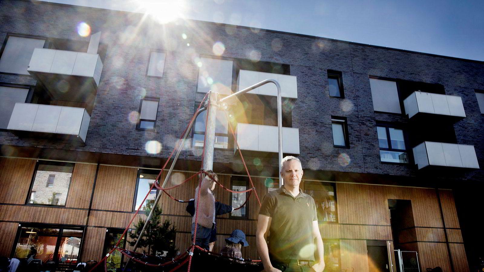 Sammen med kona Randi har Hans Jacob Sundby bygget opp Læringsverkstedet til å bli den største private barnehagegruppen i Norge med over 180 barnehager i porteføljen. Selskapet eier blant annet Sørengkaia barnehage i Oslo.