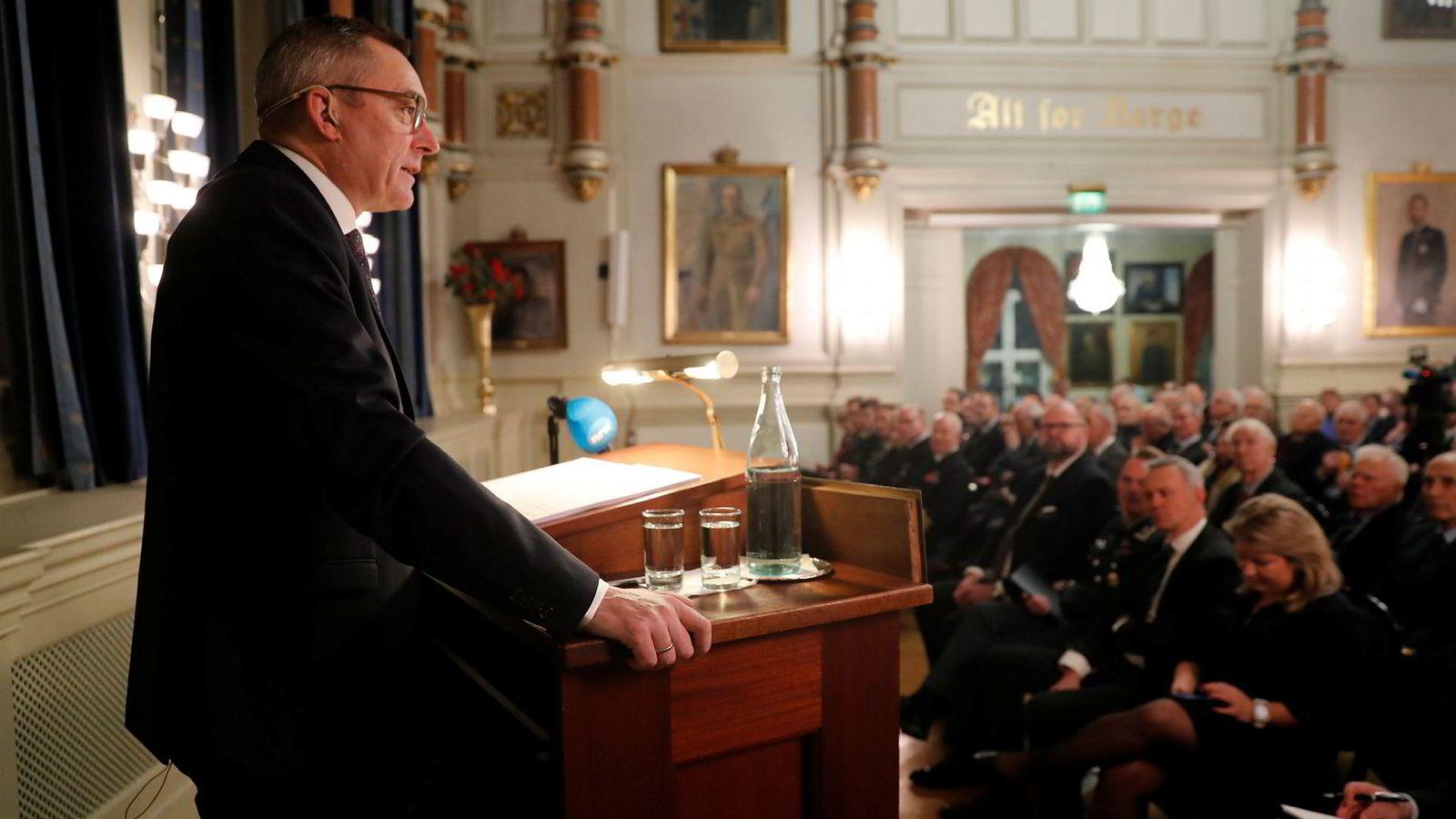 Frank Bakke-Jensen holder forsvarsministerens årlige statusoppdateringen i Oslo Millitære samfunn mandag.Foto: Cornelius Poppe / NTB scanpix