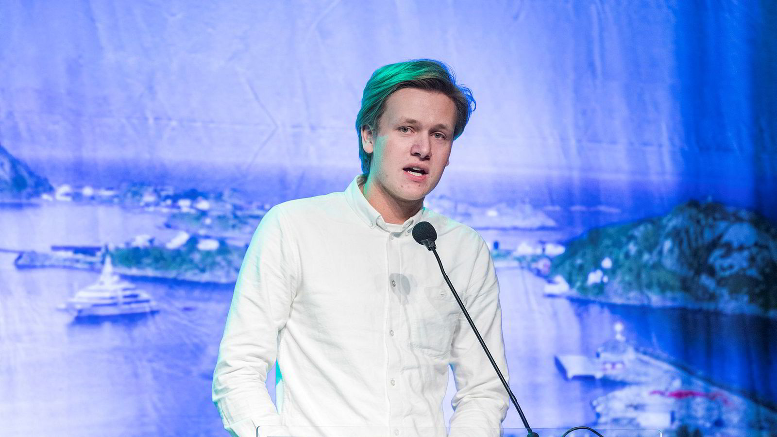 – Det er viktig å ta økonomisk ulikhet på alvor. Vi mener regjeringen har gått i feil retning når de har fjernet arveavgiften og redusert formuesskatten, sier Unge Venstre-leder Sondre Hansmark.