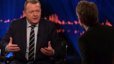 Danmarks statsminister Lars Løkke Rasmussen vil innføre minstelønn. Her på besøk i tv-showet Skavlan.