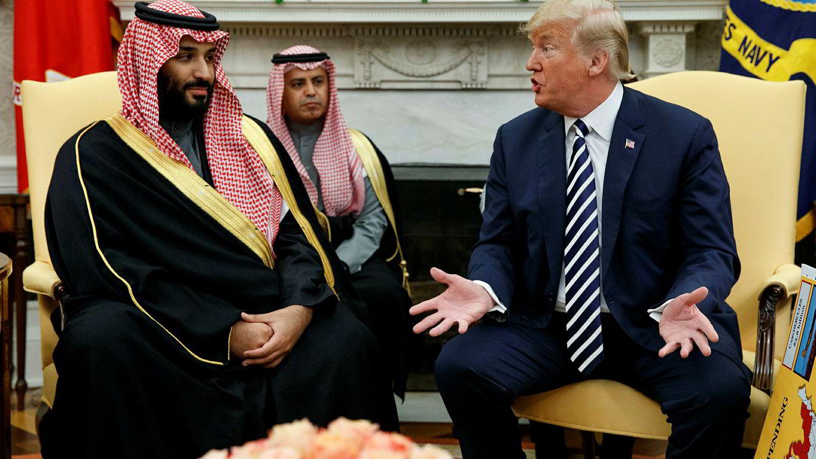 USA og Saudi-Arabia har begge en hånd på rattet i verdens våpenhandel. Her er Saudi-Arabias kronprins Mohammed bin Salman på besøk hos USAs president Donald Trump i Det hvite hus.