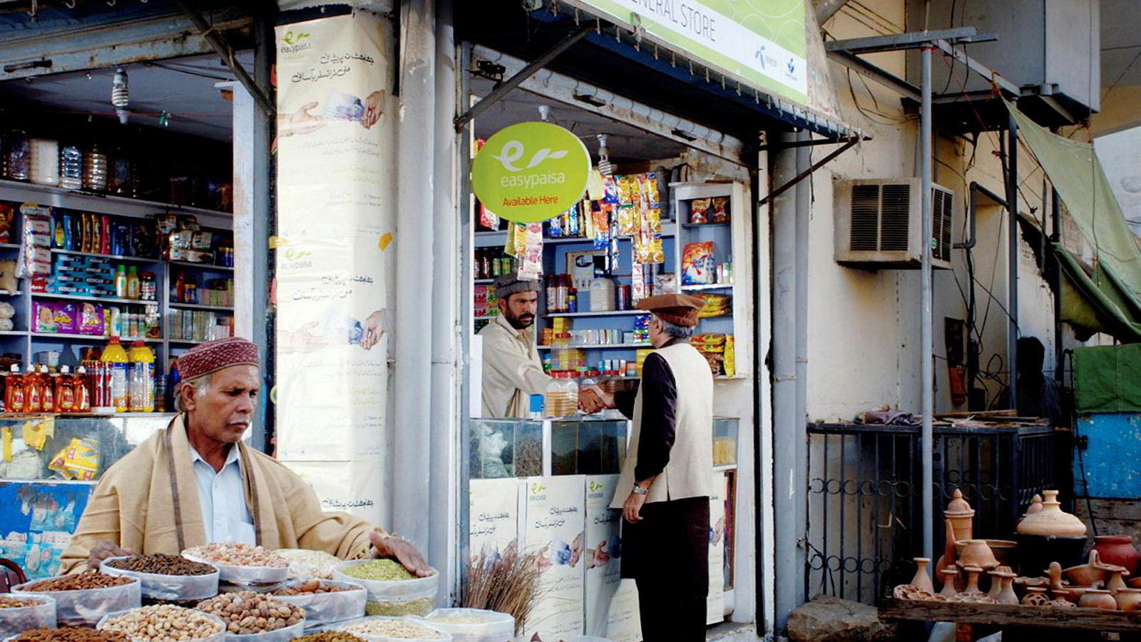 Telenor har via datterselskapet Telenor Microfinance Bank hatt suksess med betalingstjenesten Easypaisa i Pakistan. Nå kjøper kinesiske Ant Financial inn seg i virksomheten og betaler vel 1,4 milliarder kroner for 45 prosent.