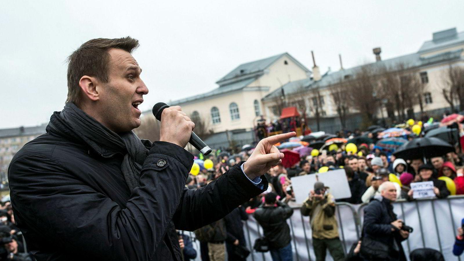 Opposisjonslederen Aleksej Navalnij er sentral i demonstrasjonene som er varslet over hele Russland lørdag. Her fra byen Tsjeljabinsk i Ural tidligere denne måneden.