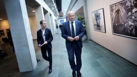 Det er konserndirektør Arne Sigve Nylund som har ansvaret for Equinors drift på norsk sokkel. Nå får Equinor hard kritikk av Miljødirektoratet. Pressetalsmann Morten Eek (til venstre) er ikke fornøyd med at brudd på miljøkrav på Gullfaks-feltet ikke rettes opp.