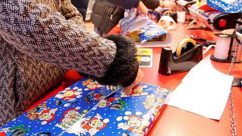 Mange nordmenn kjøper julegaver av ren plikt.