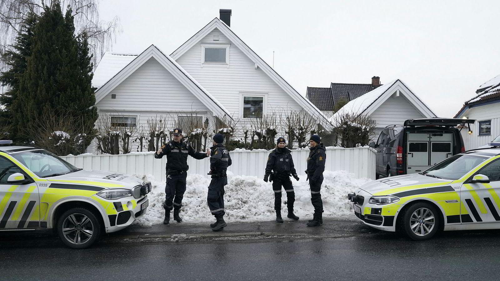 Oslo 20190314. Politifolk jobber torsdag ettermiddag ved justisminister Tor Mikkel Waras bolig i Oslo. Foto: Heiko Junge / NTB scanpix ---