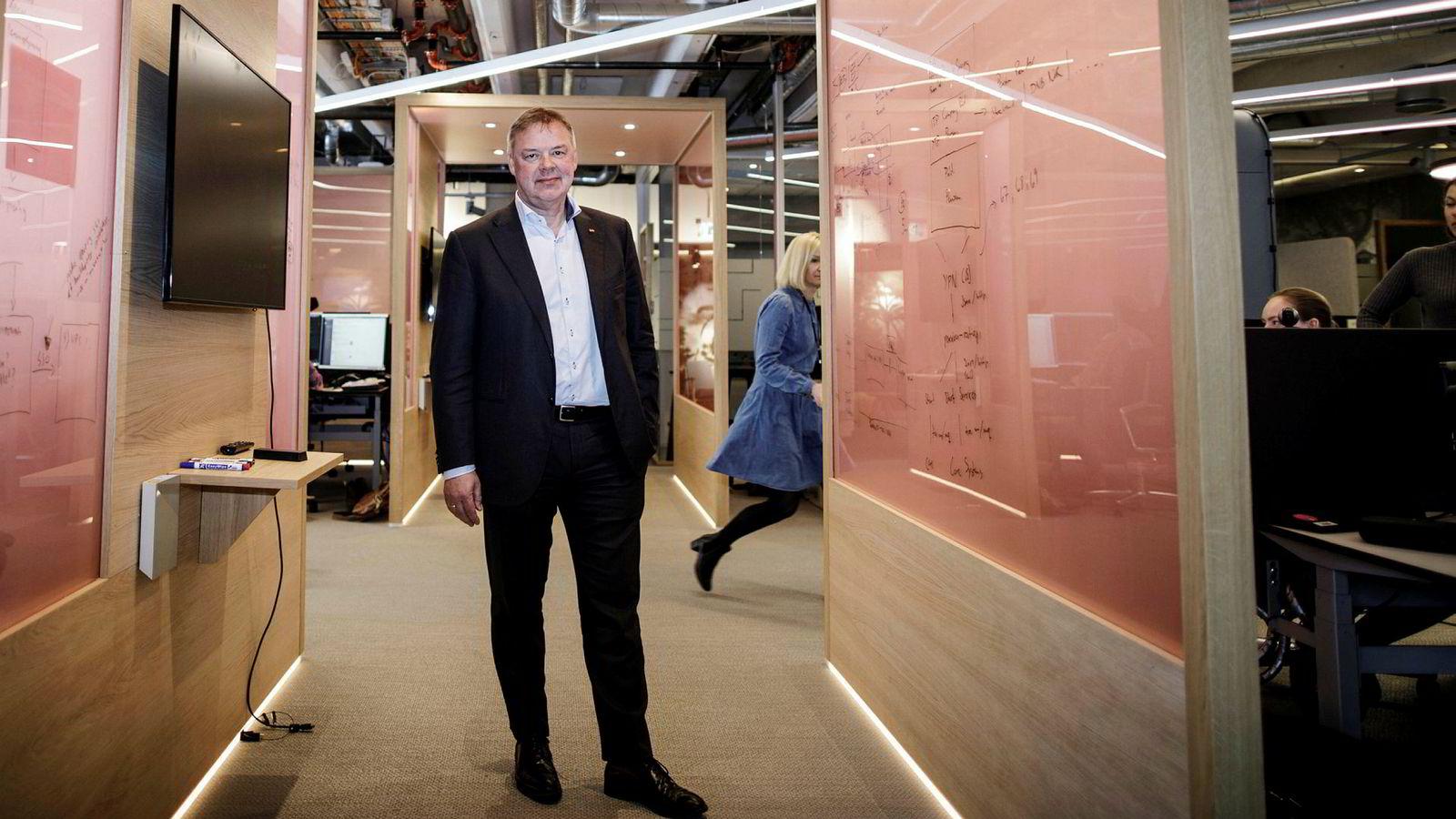 Konsernsjef Odd Arild Grefstad i Storebrand må få kundene til å holde seg i Skagenfondene.