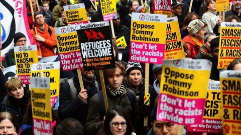 Motdemonstranter tok til gatene for å vise sin avsky mot en pro-brexit-marsj i regi av innvandringsfiendtlige Ukip i London søndag.