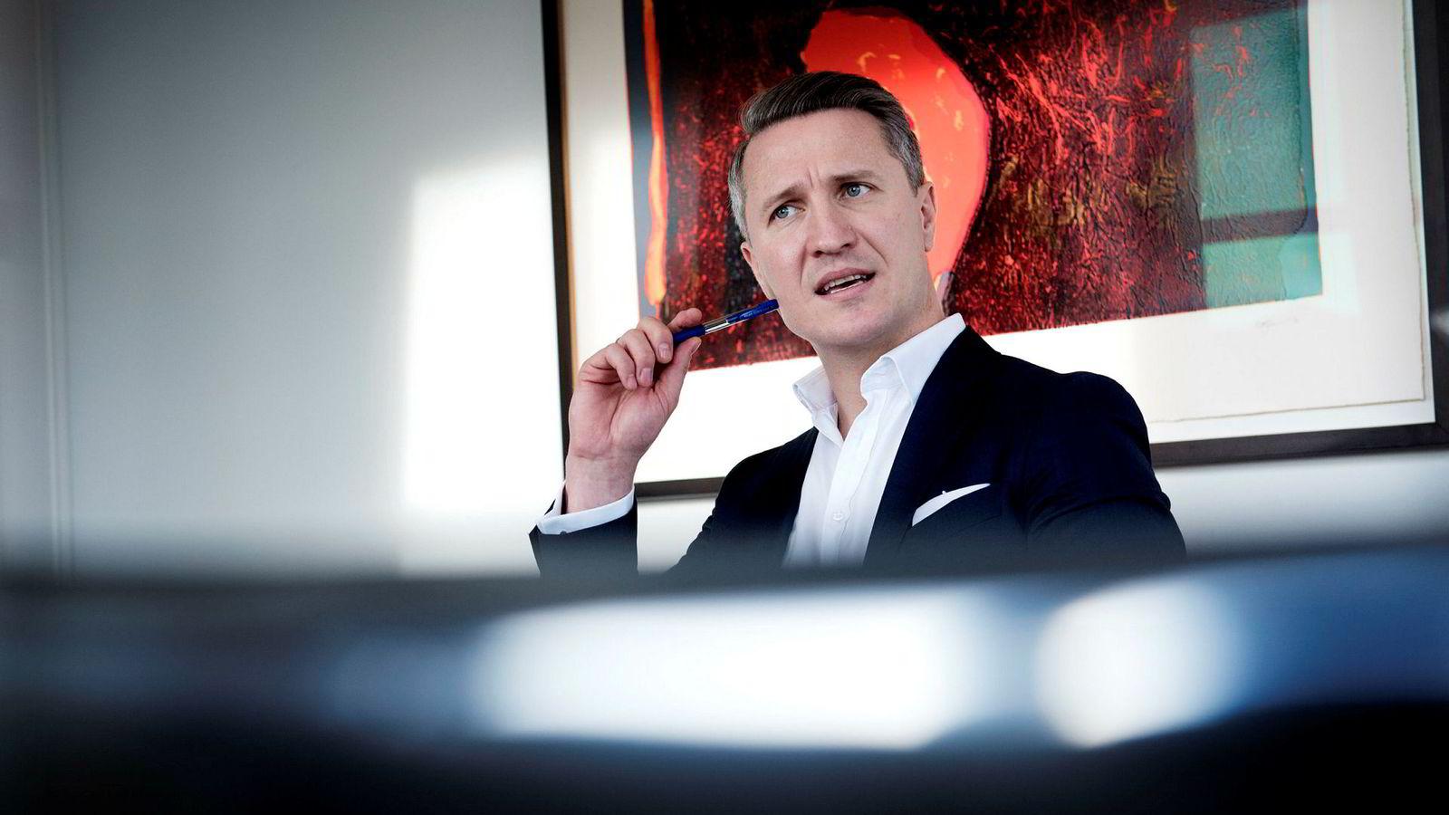 – Jeg er helt sikker på at det vil gå gjennom. Det er noen som vil stemme nei, men konsensus blant investorene er at det vil aksepteres, sier seniorforvalter Tom Hestnes i Alfred Berg.