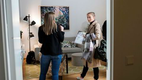 Jusstudent Bettina Harto (24) startet boligjakten for alvor på nyåret. Hun ser etter et sted som er stort nok til å bo mellom tre og fem år. Megler Synøve Bekkelund Åsheim fra Notar til venstre.