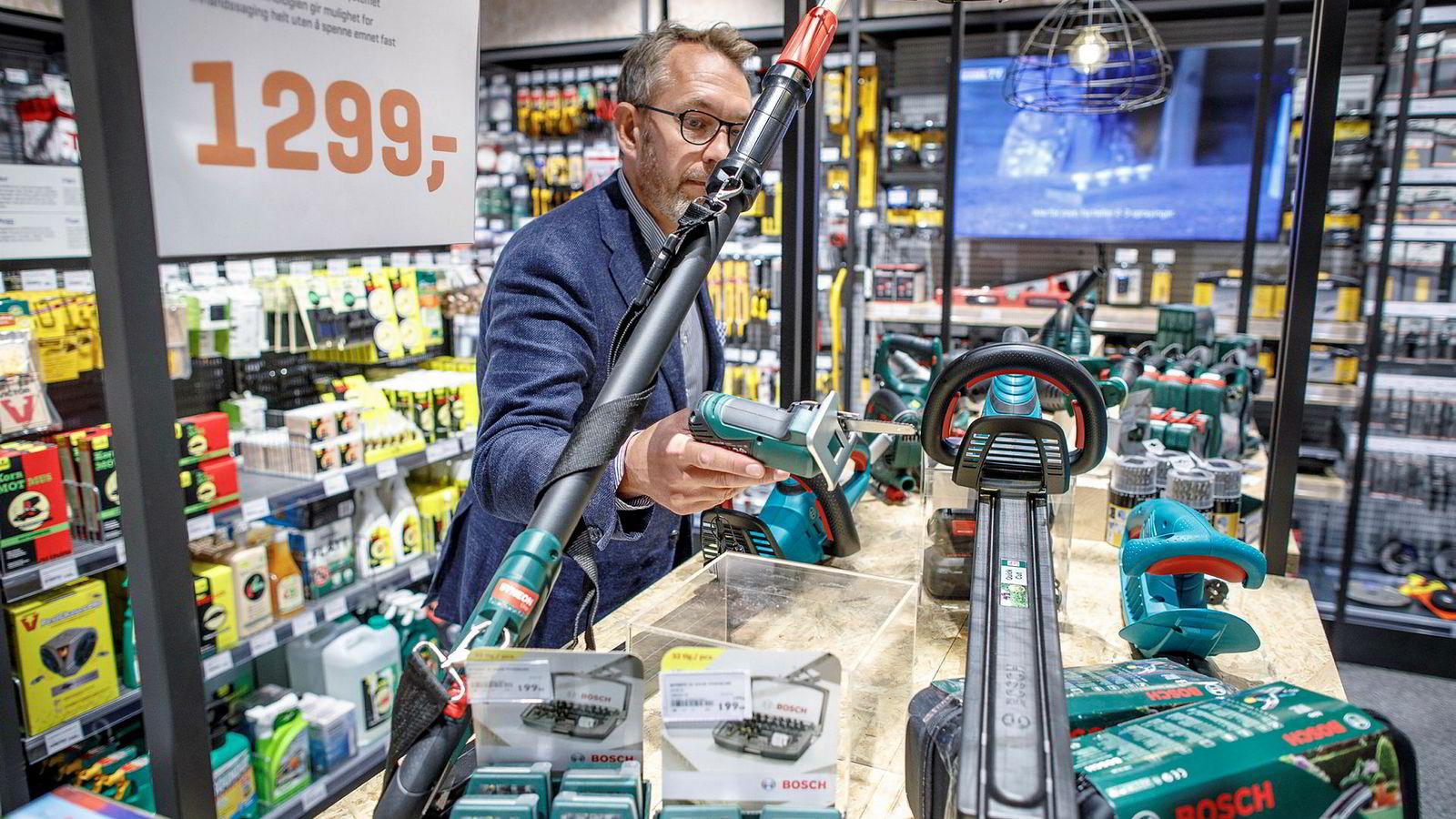 Administrerende direktør Espen Karlsen i Jernia mener handelsnæringen selv, ikke netthandel, er skyld i de store problemene i bransjen.