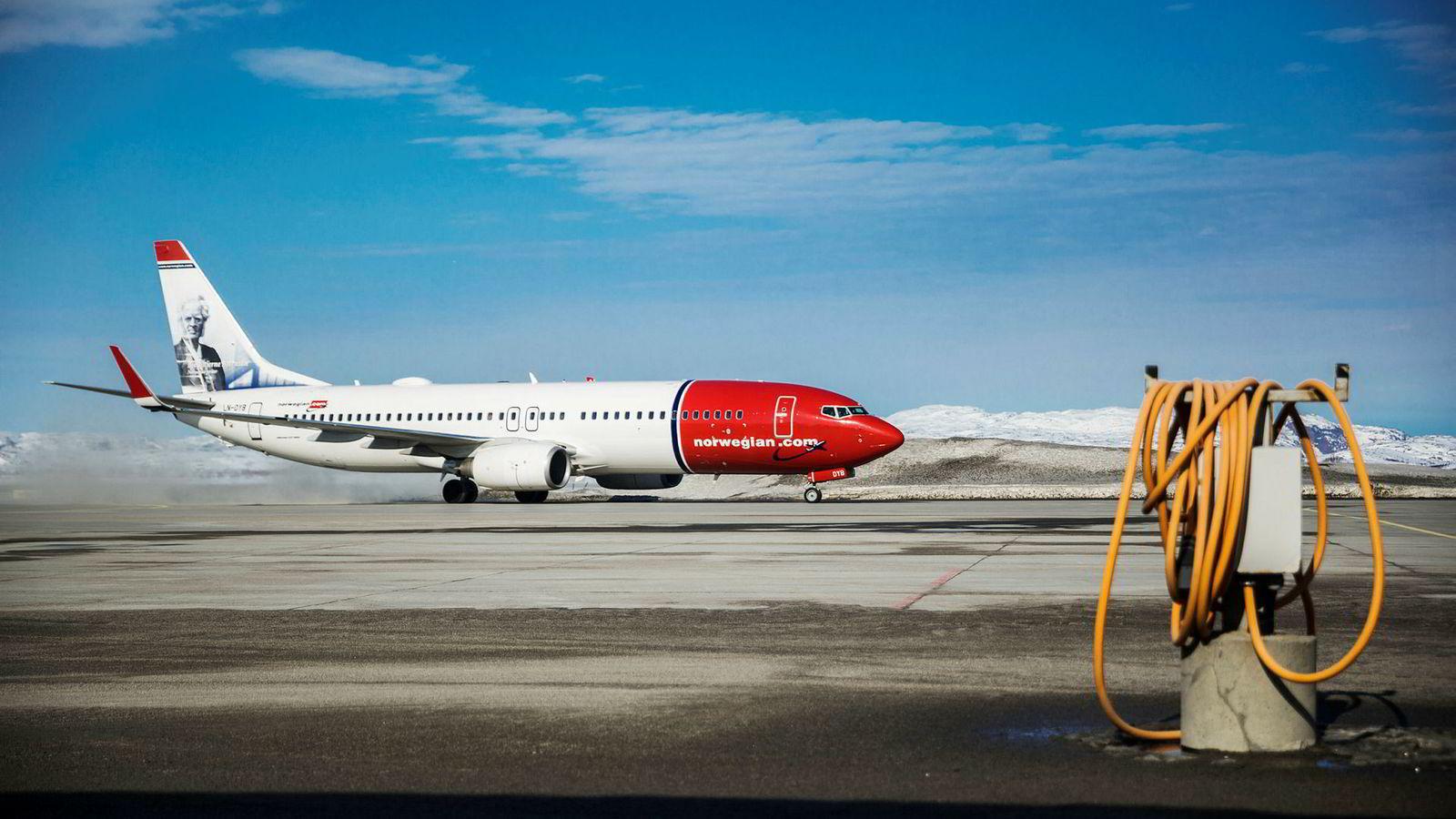 Norwegian må høyne billettinntektene og håpe på lav oljepris, skriver artikkelforfatteren. Her et Norwegian-fly på Kirkenes lufthavn.