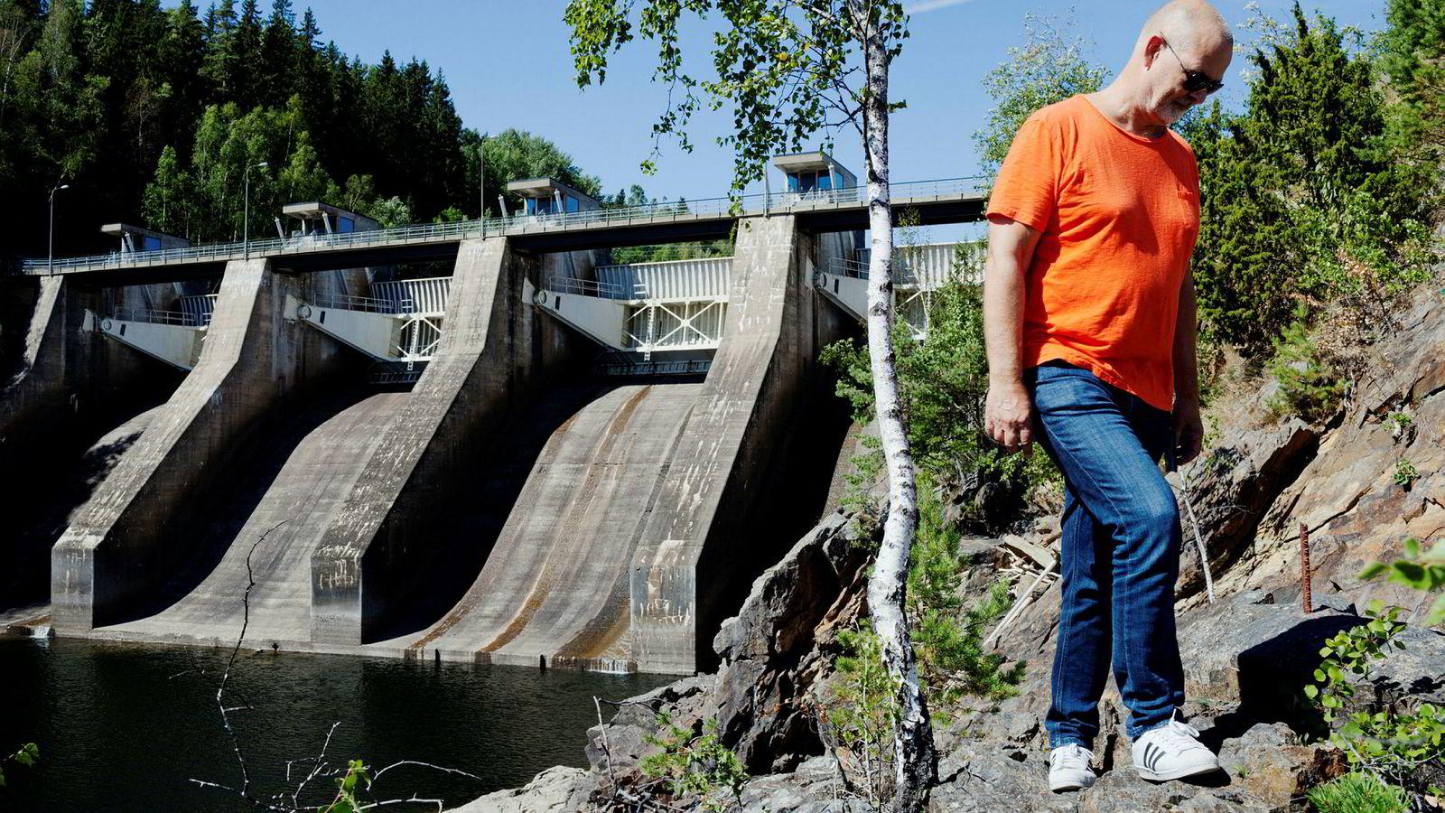 Kykkelsrud Fossumfoss kraftverk. Avdelingsleder i E-CO Energi, Petter Kollenberg, forteller at nedbørsområdet som fyller Glomma med vann er like stort som Sveits. – Men det hjelper lite når det ikke regner.