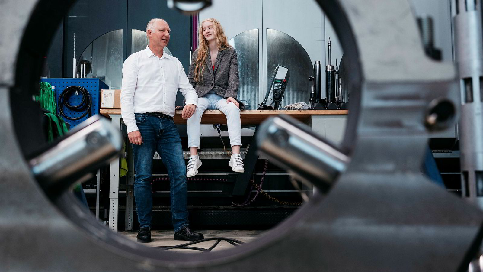 Oljeservicegründer Tor Ole Talgø (54) mener han har forsøkt å oppmuntre datteren Lene Talgø (18) til å ha egne meninger, selv om han er dypt uenig i flere av dem.