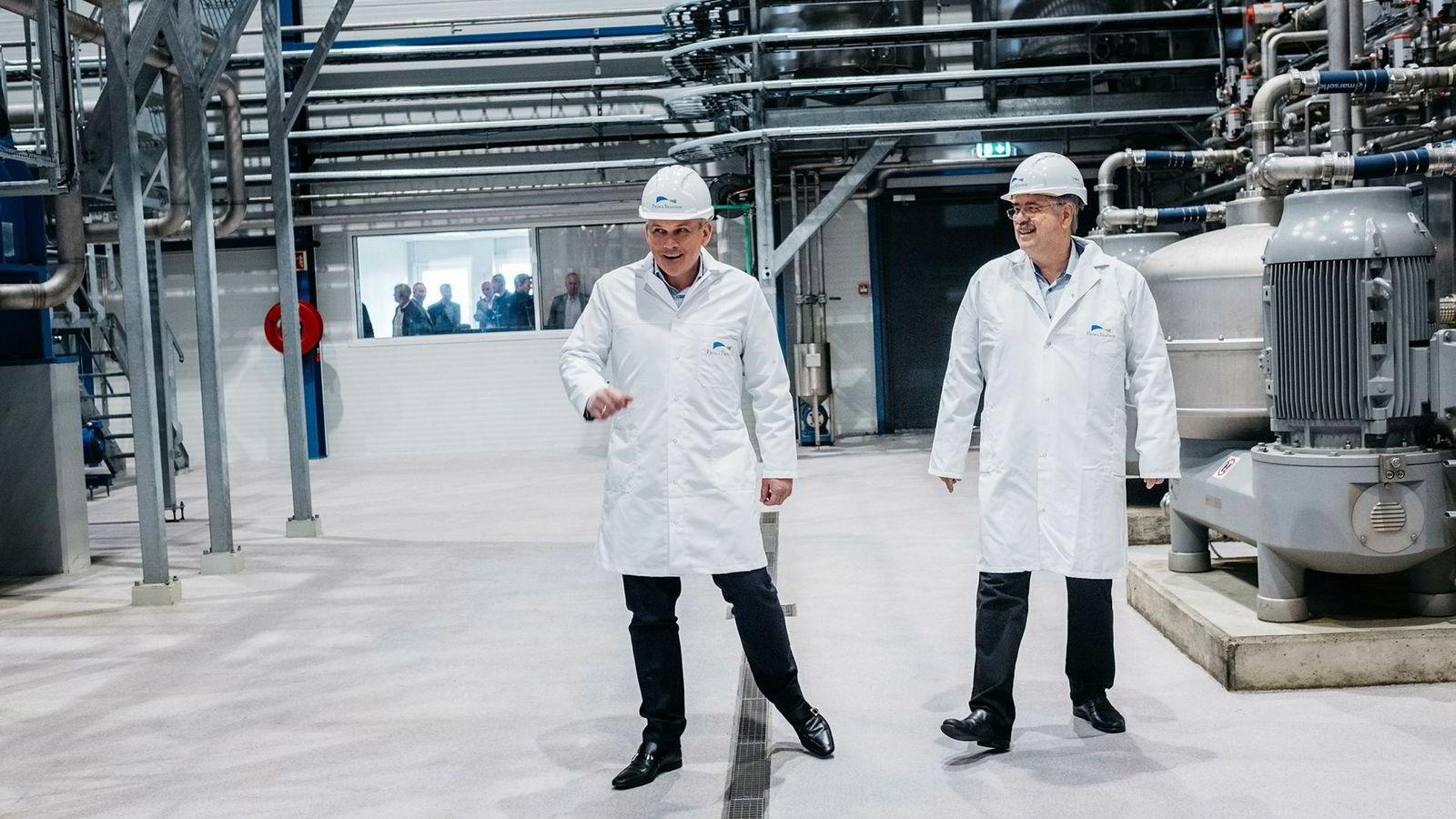 Anbjørn Øglend, til venstre, og Jakob Hatteland satser 300 millioner kroner på ny fiskemelfabrikk i Egersund. Det er bare første skritt i satsingen i et nytt fiskerikonsern.