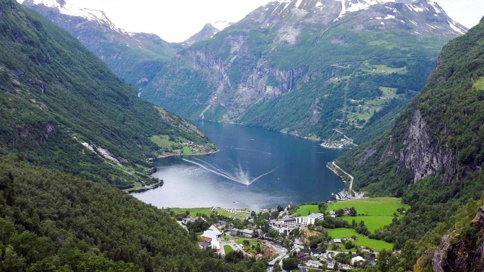 Motsättningarna mellan centrum och periferi har länge varit ett centralt tema i norsk politik. Det är en av anledningarna till att Sverige och Norge skiljer sig så åt, enligt Kjetil Wiedswang. På bild: Geirangerfjorden.