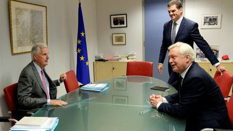 EUs sjefforhandler Michel Barnier møtte mandag britenes brexit-minister David Davis.