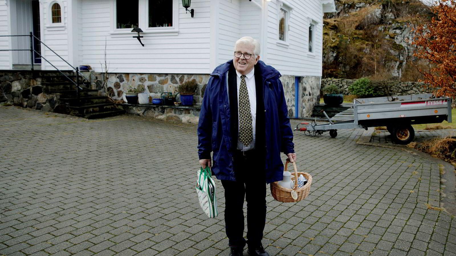 – Vi leter nå etter partnere og investorer både i Kina og i Norge. Vi er spesielt ute etter rike enker med mye penger, sier den pensjonerte kapteinen Hallvard Stenevik (72) som nå er i ferd med å slå seg opp som cruiseskipsreder.