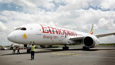 Et Ethiopian-fly takser inn til standplass på flyplassen i Nairobi, Kenya. Bildet viser en Boeing 787 Dreamliner, ikke ulykkesflytypen, Boeing 737 Max 8.