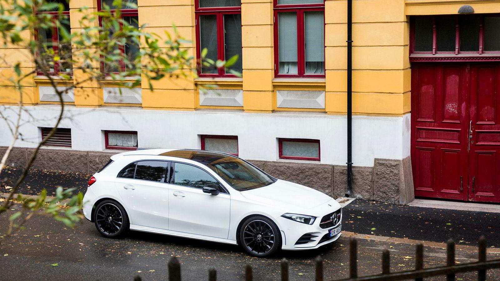 Mercedes-Benz A 200 vekker ikke så mye oppsikt på utsiden.