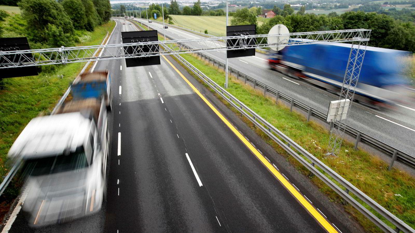 Det kan bli høyere fartsgrenser på enkelte motorveistrekninger i Norge.